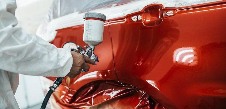 Jak dobrać kolor lakieru przy naprawie karoserii?